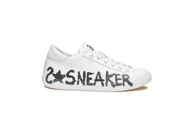 WHITE LOW SNEAKERS WITH TEXT