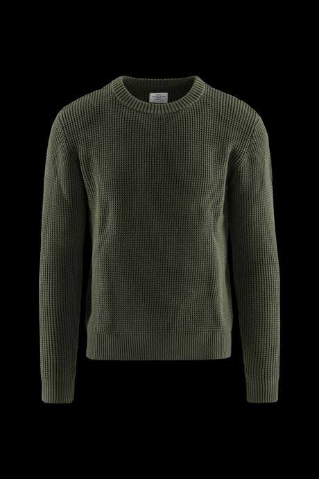 Man's round neck sweater