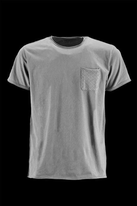 NECK T-SHIRT WITH MICROFANTASY FABRIC POCKET