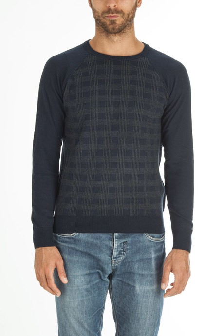 Man's sweater with jacquard paintings