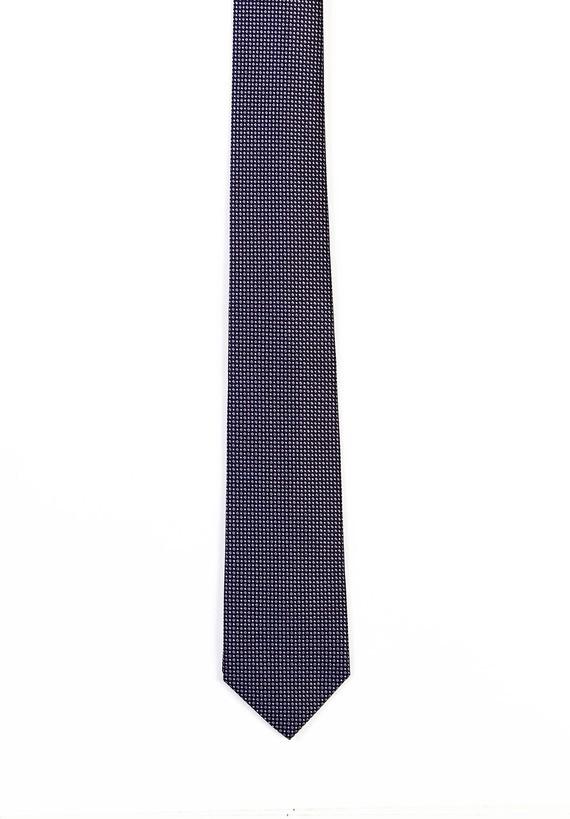 Corbata marino con microcuadros en gris.