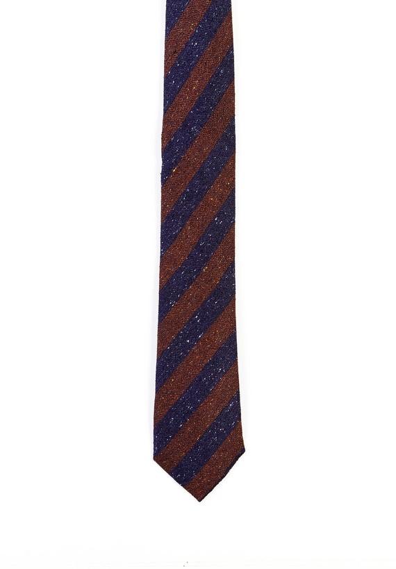 Corbata seda con rayas y motas