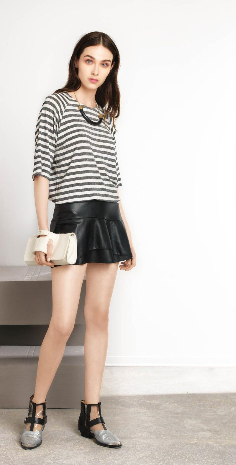 Black-cream raglan sweater