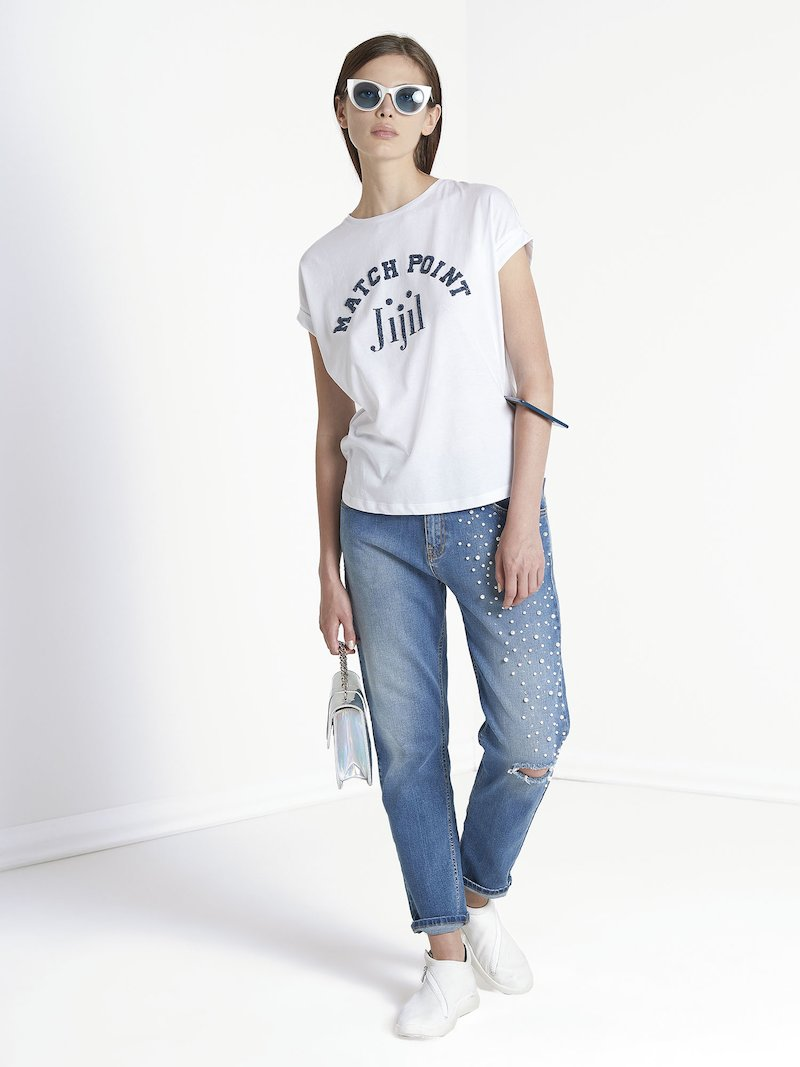 Boyfriend jeans with beads application