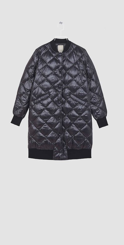 Long blackquilted jacket