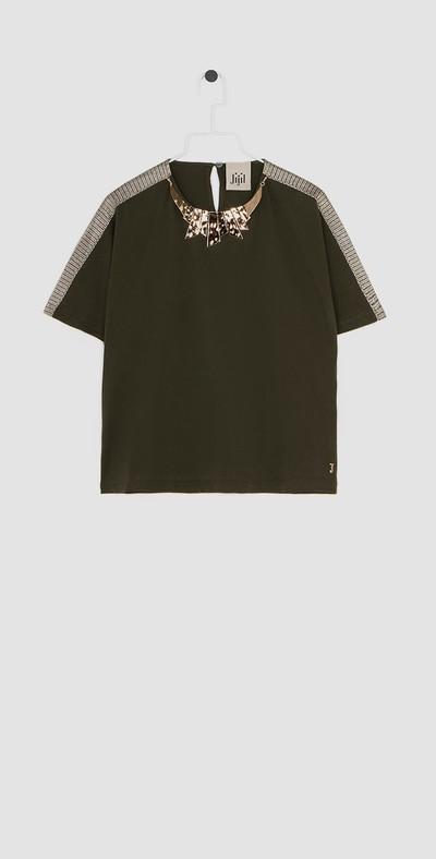 T-shirt con collana gioiello e banda laterale