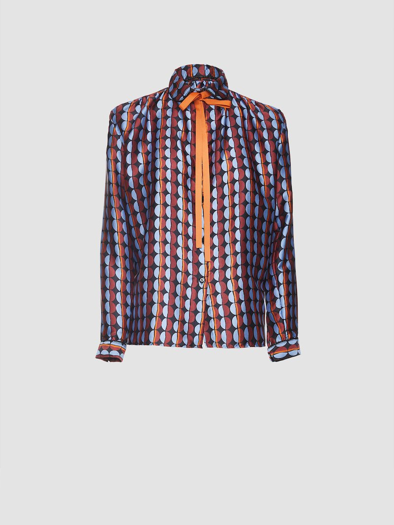 Shirt with neck ribbon