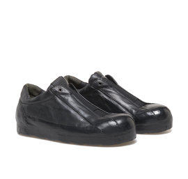 Black elasticated shoes