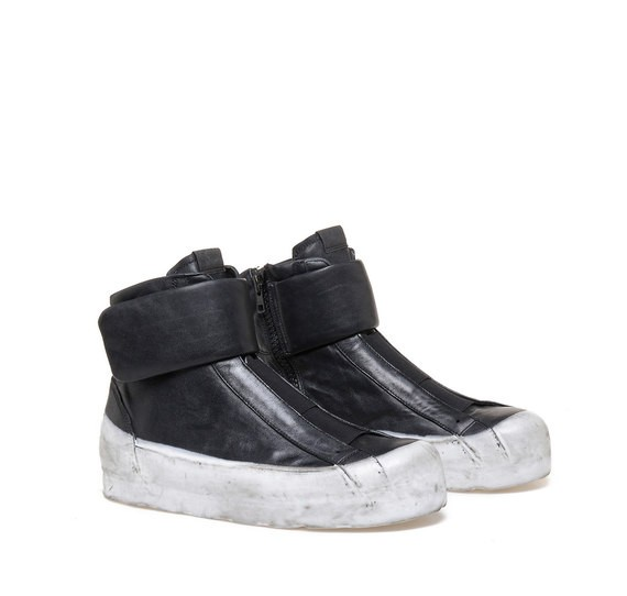 Black/white low ankle boots with velcro
