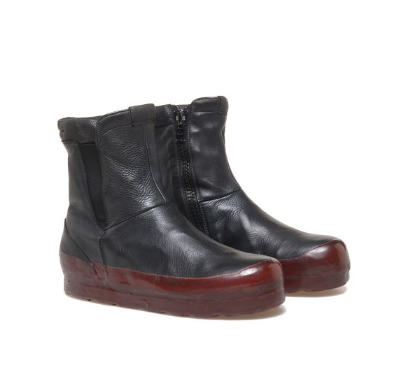 Leather heeled ankle boots with burgundy coating
