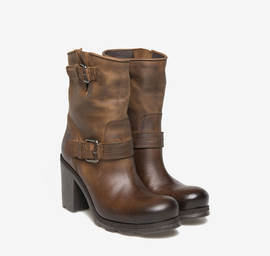 Kevin<br />low stub tube leather ankle boots