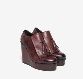 Burgundy leather wedge with fringe