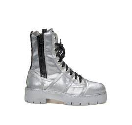 Amtrac<br />Silver lace-up low boot