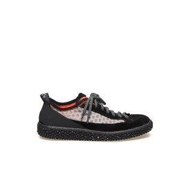 Woobie climb<br />Shoe in black split calfskin