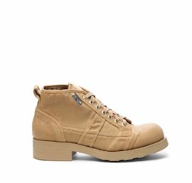 Frank<br />sand-coloured canvas boot