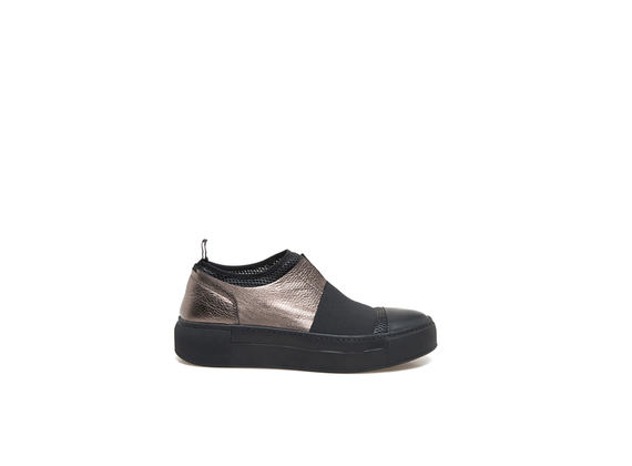 Slip-on shoes with elastic and metallic leather