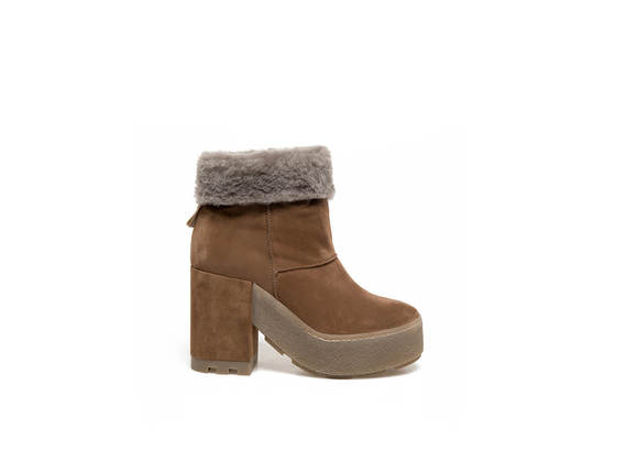 leather-coloured booties with sheepskin cuffs