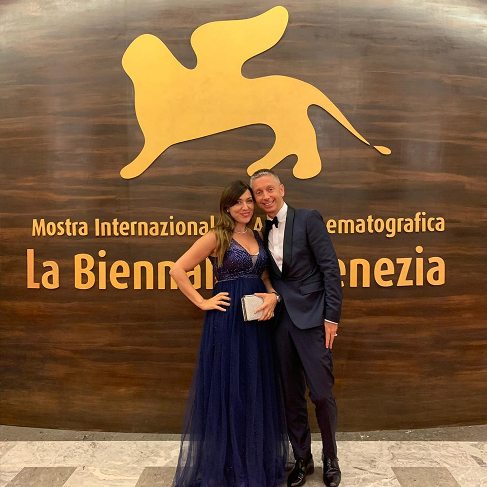 STANDING OVATION FOR GIANLUCA MECH ON THE RED CARPET WITH THE SPANISH ACTRESS ELVIA LLAUDER AT THE VENICE FILM FESTIVAL