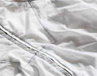 Ungefärbtes Kleidungsstück