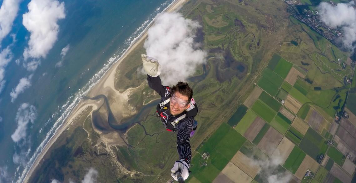 René flying head up for selfie