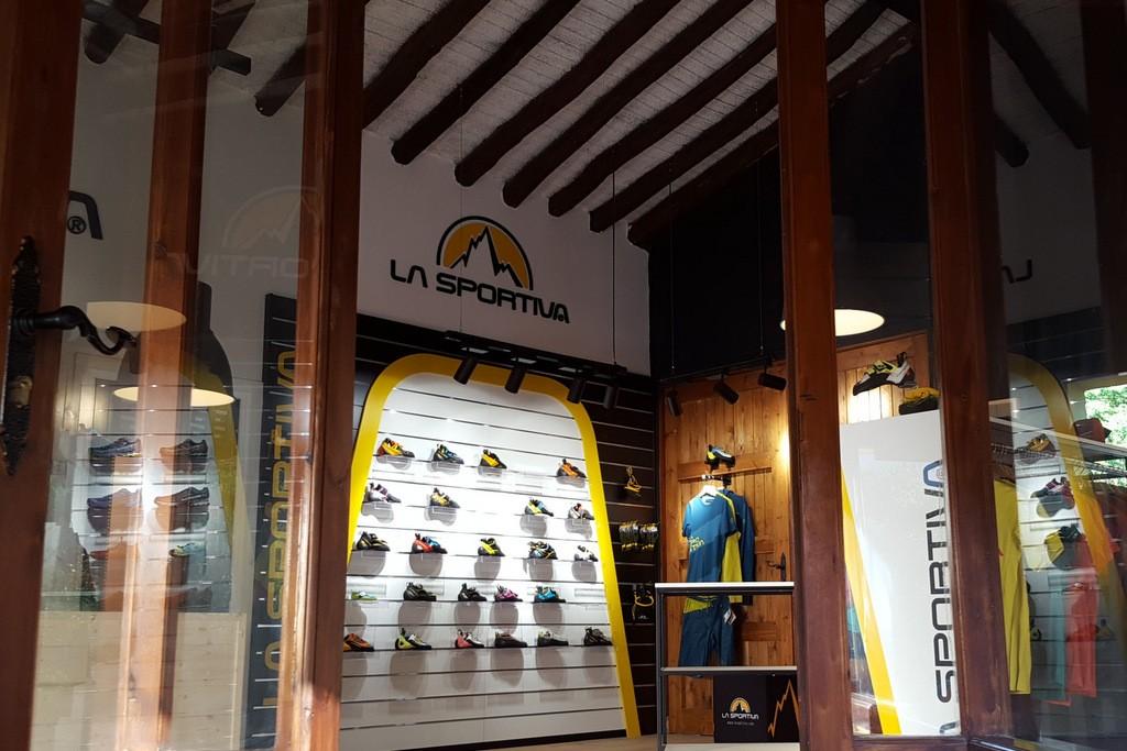 La Sportiva extiende su experiencia de marca a nivel internacional con la  inauguración de la primera tienda en España. Actualmente 778dcadbfaba9