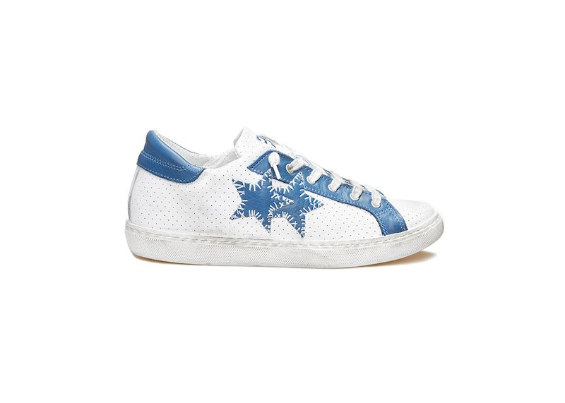 WHITE AND BLUE LOW SNEAKERS