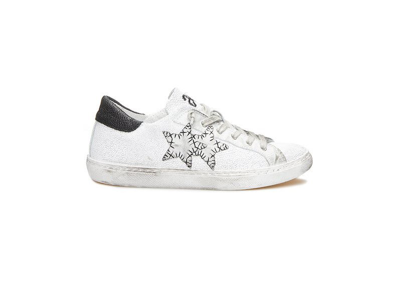 WHITE AND BLACK LOW SNEAKERS