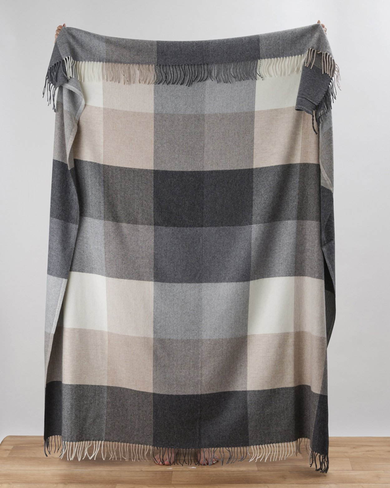 Rome Cashmere Blend Throw in Grey
