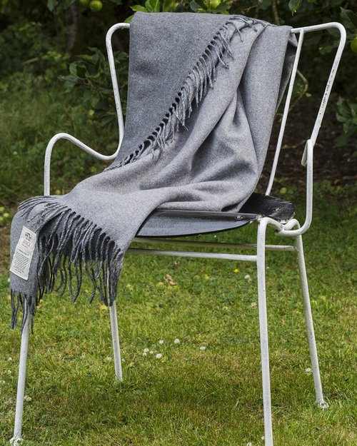 Stella Cashmere Blend Throw in Black and Grey