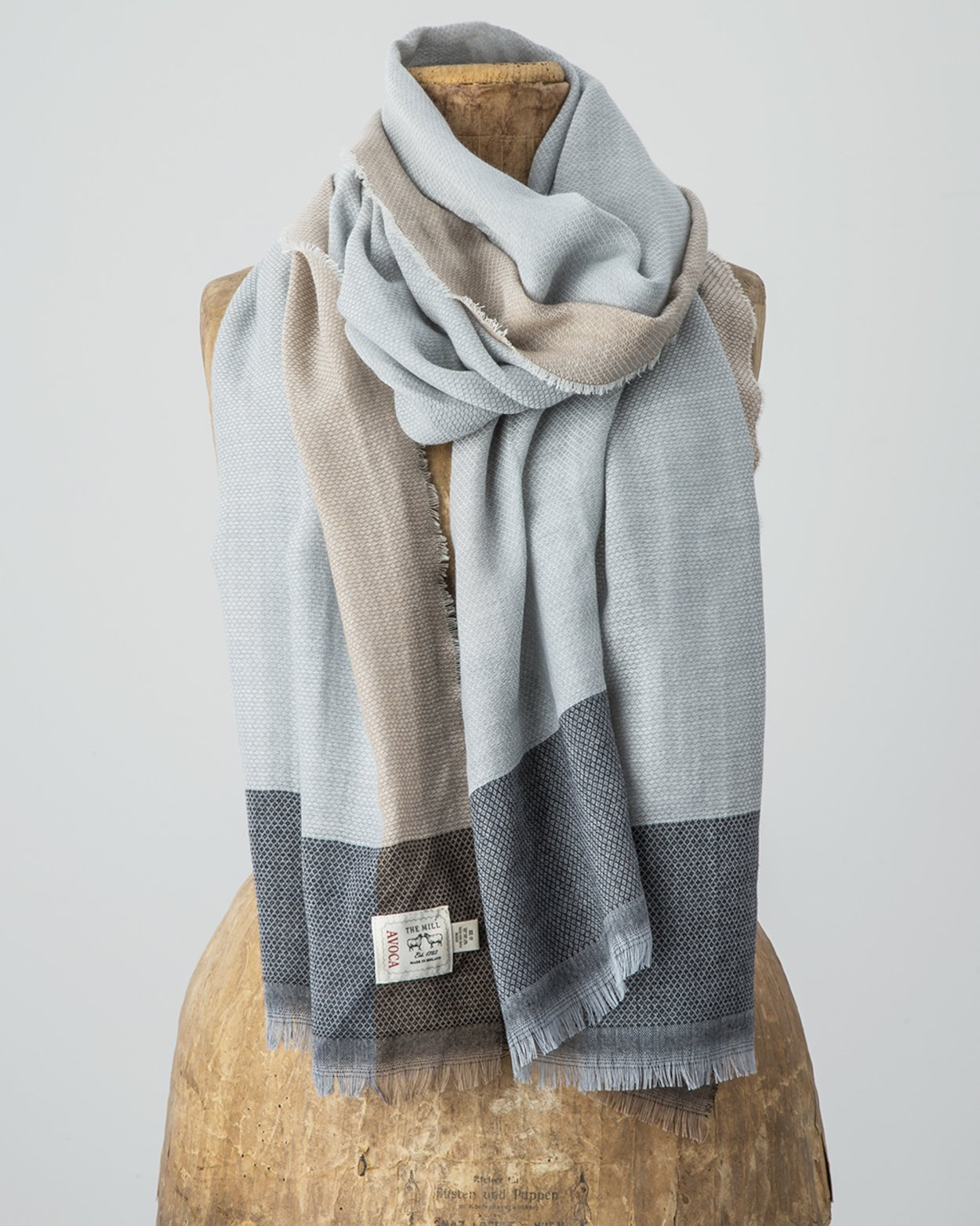 Diamond Divide Worsted Wrap in Neutral