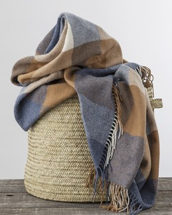 WR81 Lambswool Throw