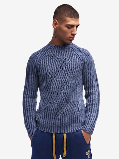 CREW NECK CABLE KNIT SWEATER
