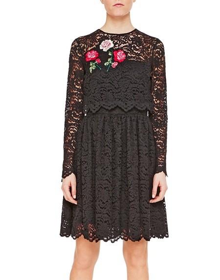 Kleid aus Spitze mit floraler Verzierung