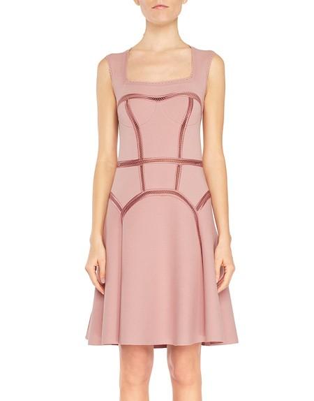 Трикотажное платье со связанными крючком вставками