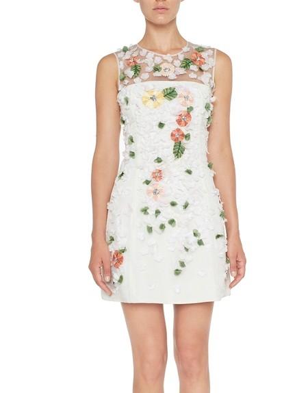 Vestido de tul con bordado de flores y hojas