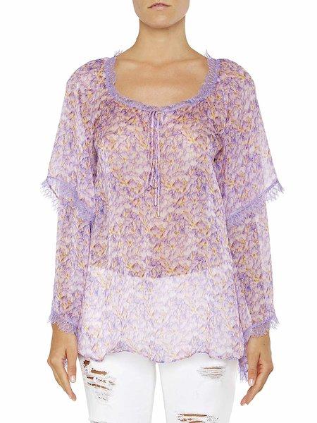 Blusa con estampado de violetas con encaje