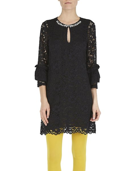 Dress in macramé lace with embroidery