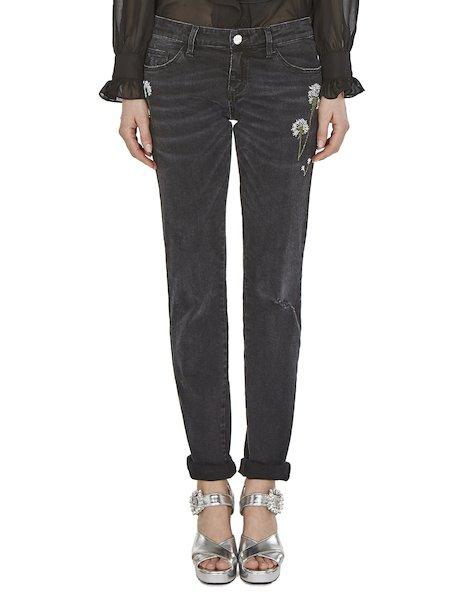 Jeans mit Rissen und Blumen
