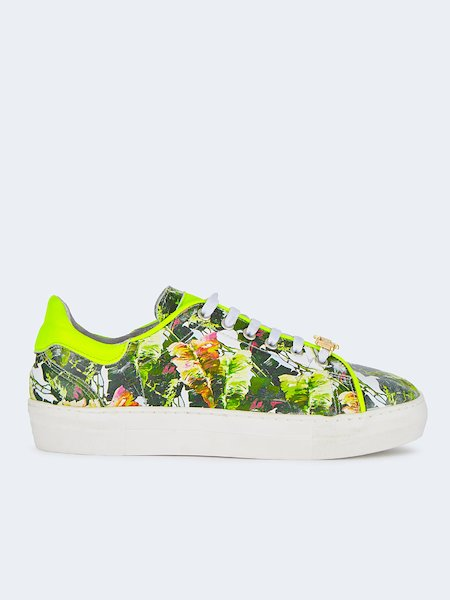 Sneakers in leather embossed with tropical pattern