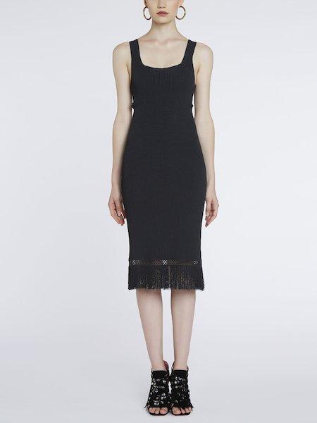 Ажурное трикотажное платье с бахромой