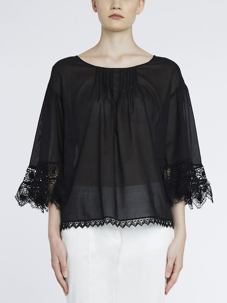 Blouse in cotton with lace
