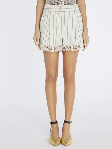 Nadelstreifen-Shorts