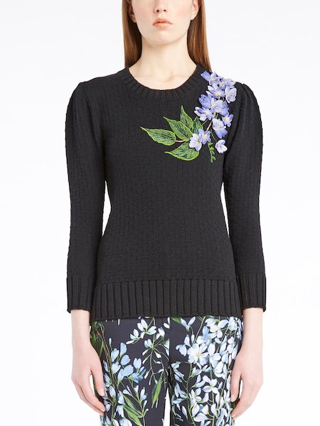 Sweater with three-quarter length sleeves featuring floral embroidery