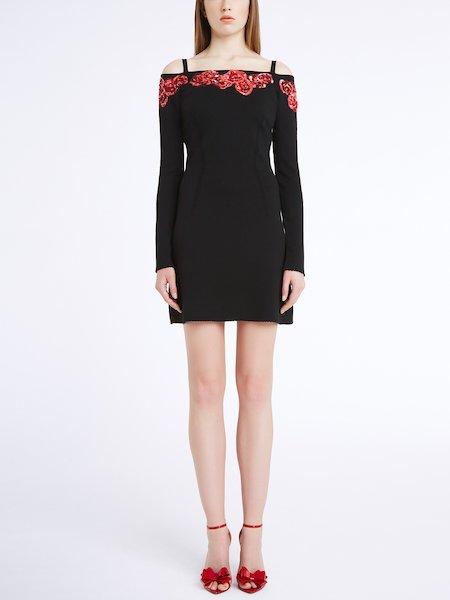 Трикотажное платье с розами из пайеток