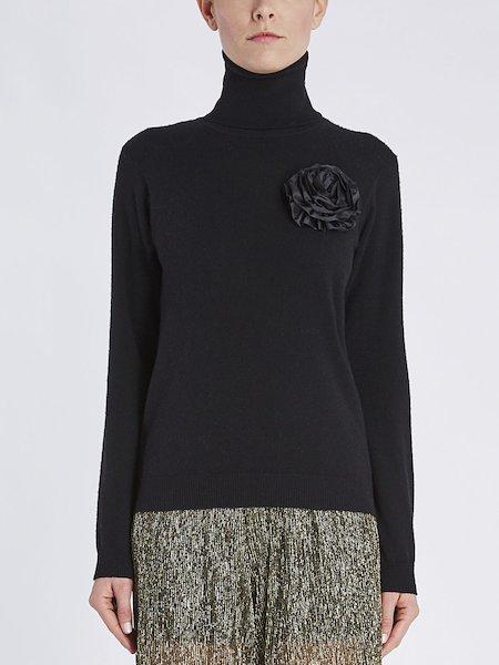 Pullover mit Rollkragen und Blüten-Applikation