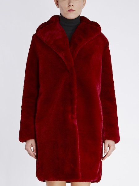 Overcoat in faux fur with lapels - red