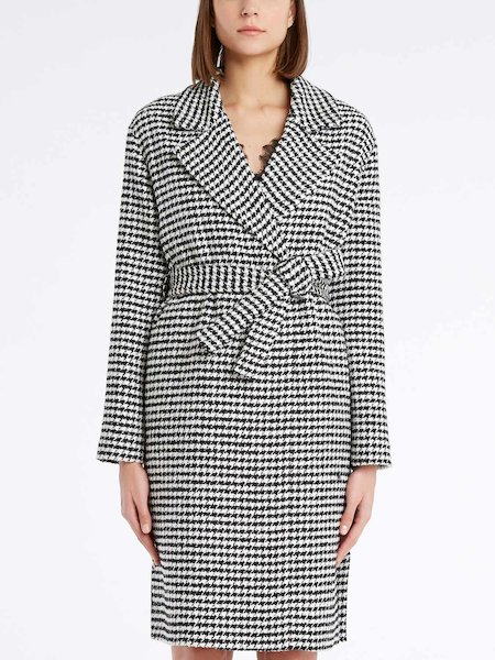 Houndstooth pattern overcoat with belt
