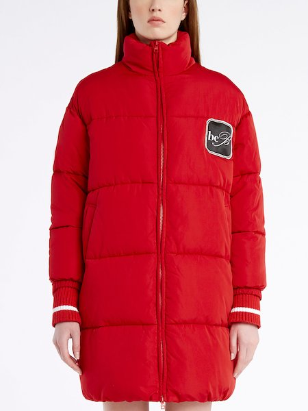 Long down-filled jacket with knit cuffs and logo - red