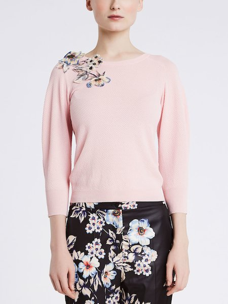 Three-quarter length sleeve sweater with embroidery