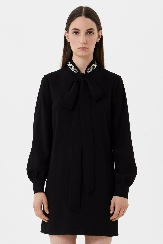 Vestido de crepé con bordado de strass